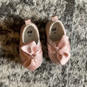 Other - Adorable baby girl pink H & M shoes